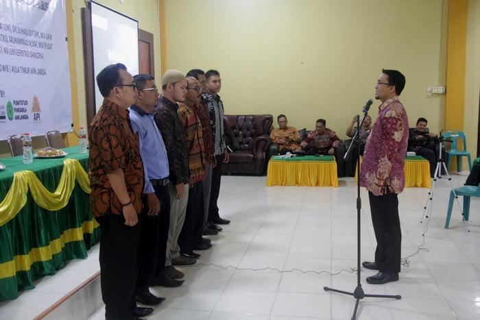 Rektor IAIN Langsa Dr. H. Zulkarnaini, MA melantik pengurus Pusat Studi Pancasila.