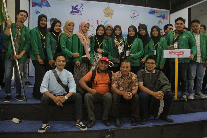 Wakil Rektor Bidang Kemahasiswaan dan Kerjasama IAIN Langsa Dr. Zainuddin, MA foto bersama usai acara pembukaan Peksimida ke XIV di Unsyiah Banda Aceh.